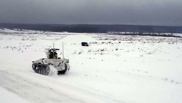 Ruski robotizovani kamikaza-tenk u akciji - Sputnik Srbija