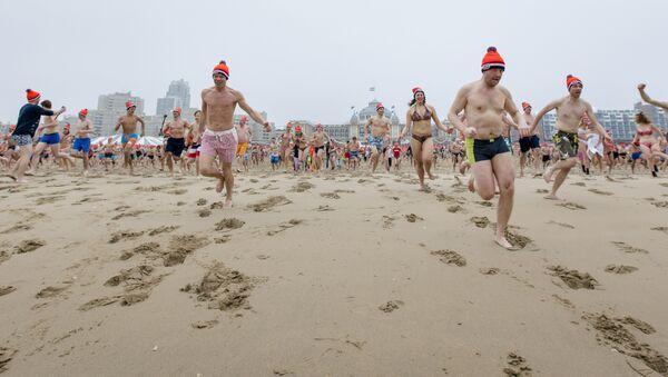 Холанђани се купају у Северном мору - Sputnik Србија