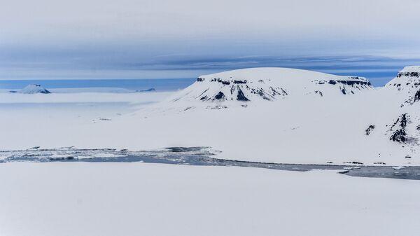 Kara-zima 2015, najveća arktička ekspedicija u proteklih 20 godina koju je organizovao Rosnjeft za istraživanje svojstava ledenog pokrivača na području od Barencovog mora do Istočnosibirskog mora. - Sputnik Srbija