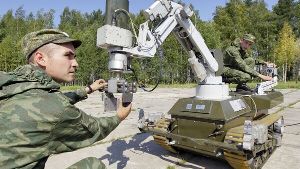 Војници користе извиђачку опрему на даљинско управљање током војне вежбе - Sputnik Србија