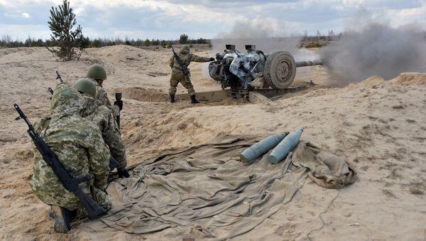 Украјинске снаге пуцају из хаубица током војне вежбе у Житомиру, 150 км од Кијева - Sputnik Србија
