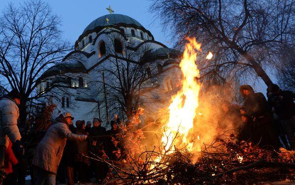 Паљење бадндњака испрех храма Светог Саве у Београду - Sputnik Србија