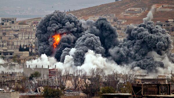 Sirijski grad Kobani zazut bombama koalicije predvođene SAD. - Sputnik Srbija