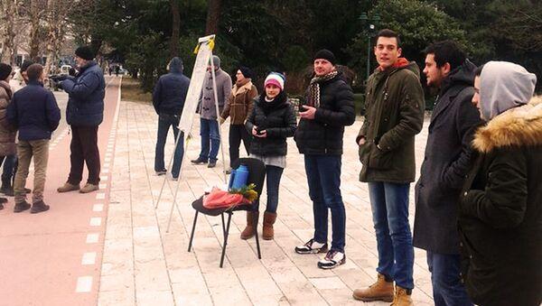 Građani ispred Skupštine Crne Gore 01.13.2017. - Sputnik Srbija