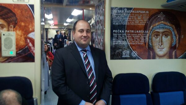 Dušan Kozarev, zamenik direktora Kancelarije za KiM, na putu za Kosovsku Mitrovicu - Sputnik Srbija