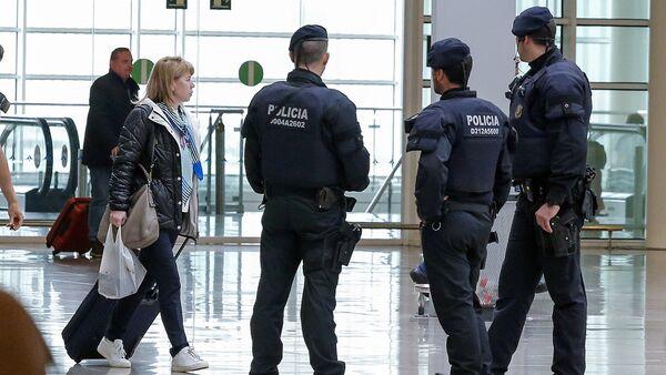 Katalonska policija patrolira na aerodromu u Barseloni - Sputnik Srbija