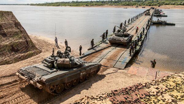 Ruski vojnici na takmičenju pontonskih jedinica Otvorena voda u inženjerskom korpusu vojske Rusije u Muromu - Sputnik Srbija