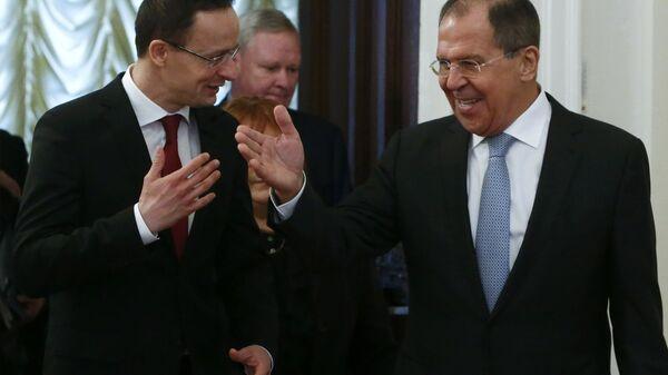 Ministar spoljnih poslova Mađarske Peter Sijarto i ministar spoljnih poslova Rusije Sergej Lavrov tokom sastanka u Moskvi - Sputnik Srbija