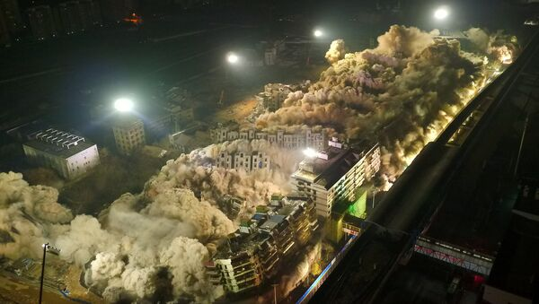 Контролисано рушење зграда у кинеском граду Вухан - Sputnik Србија