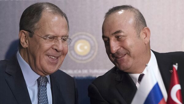 Šefovi diplomatija Rusije i Turske Sergej Lavrov i Mevlut Čavušoglu - Sputnik Srbija