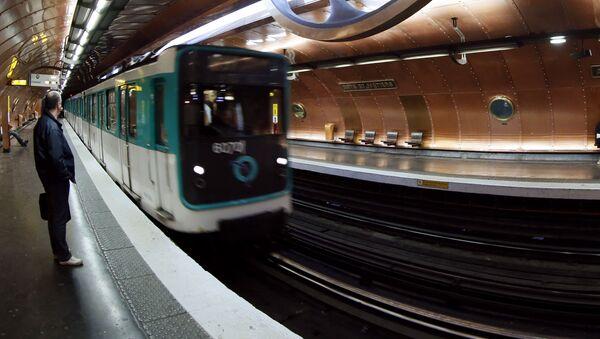 Станция метро Arts et Metiers в Париже - Sputnik Србија