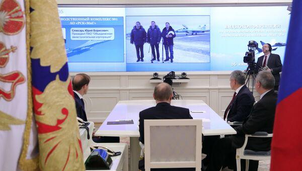 Vladimir Putin prati predstavljanje lovca MIG-35 - Sputnik Srbija
