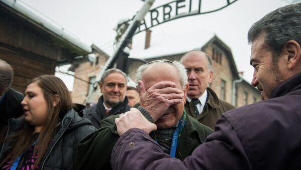 Сећање на жртве Холокауста у Аушвицу - Sputnik Србија