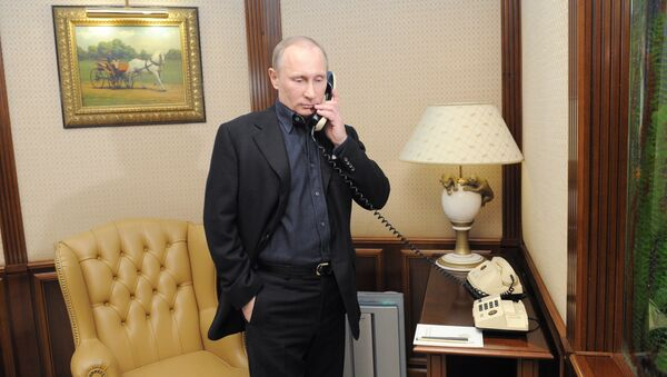 Vladimir Putin telefonira - Sputnik Srbija