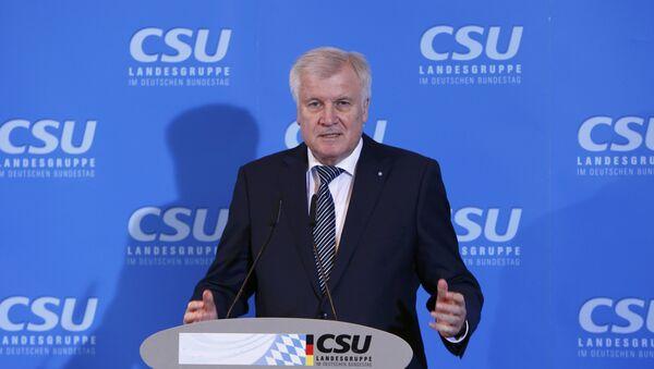 Премијер Баварске Хорст Зехофер говори на седници Хришћанско-социјалног савеза у Зеону на југу Немачке - Sputnik Србија