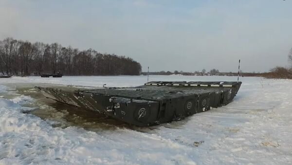 Postavljanje pontona preko reke Oke - Sputnik Srbija