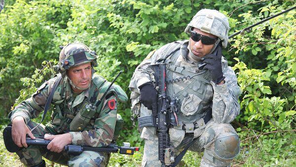 Albanski i američki vojnik - Sputnik Srbija
