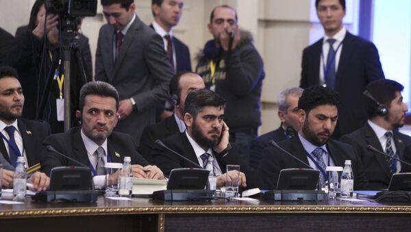 Mohammad Alloush (C), the head of the Syrian opposition delegation, attends Syria peace talks in Astana, Kazakhstan January 23, 2017. - Sputnik Srbija