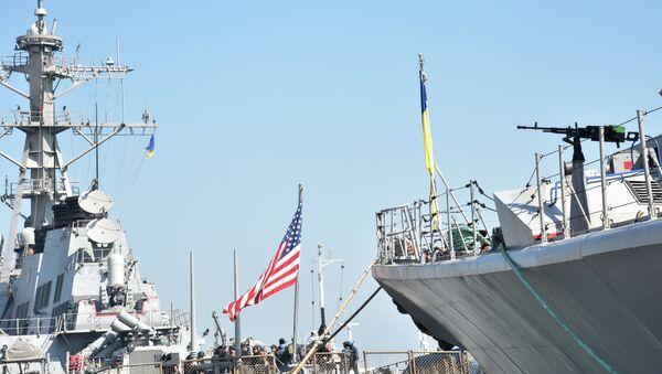 Амерички разарач Доналд Кук на украјинско-америчким војним вежбама на Црном мору - Sputnik Србија