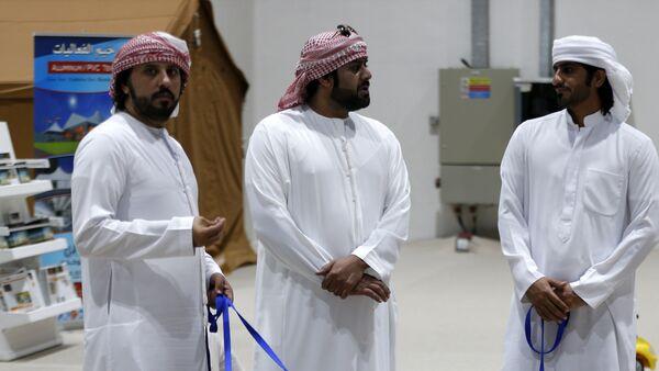 Арапи са псима у Абу Дабију - Sputnik Србија
