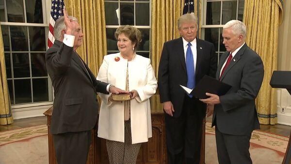 Рекс Тилерсон  положио је заклетву као нови државни секретар САД - Sputnik Србија