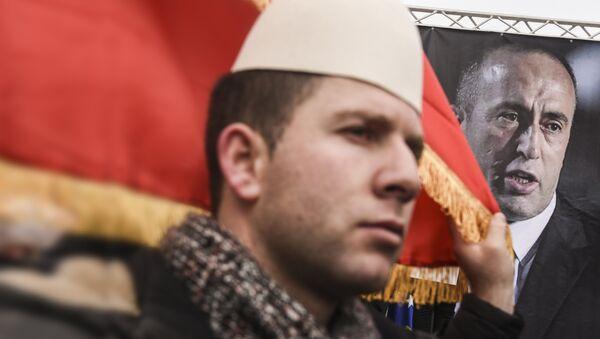 Албанац на протесту против  хапшења Рамуша Харадинаја - Sputnik Србија