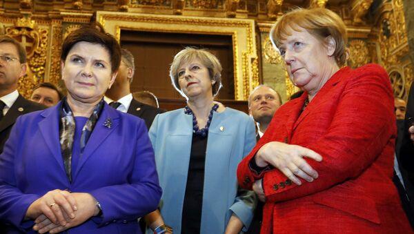 Пољска премијерка Беата Шидло, енглеска премијерка Тереза Меј, и немачка канцеларка Ангела Меркел на Малти - Sputnik Србија