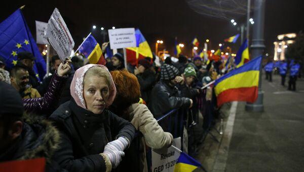Demonstranti u Bukureštu slave povlačenje sporne uredbe - Sputnik Srbija