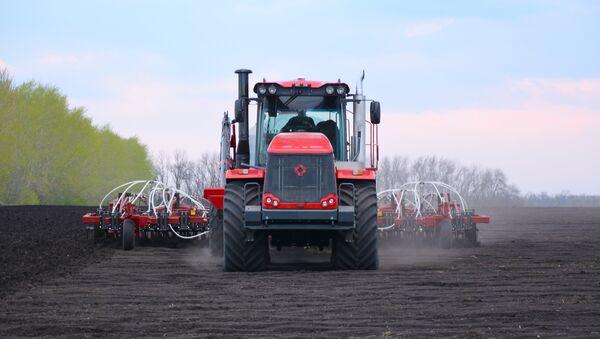 Traktor K-744R - Sputnik Srbija