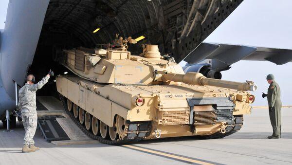 Američki vojnici pored tenka Abrams - Sputnik Srbija
