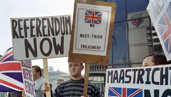 Protesti od 16. oktobra 1992. godine ispred Evropskog saveta u Birmingemu. - Sputnik Srbija