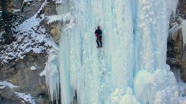 Алпиниста на залеђеном водопаду Таре - Sputnik Србија