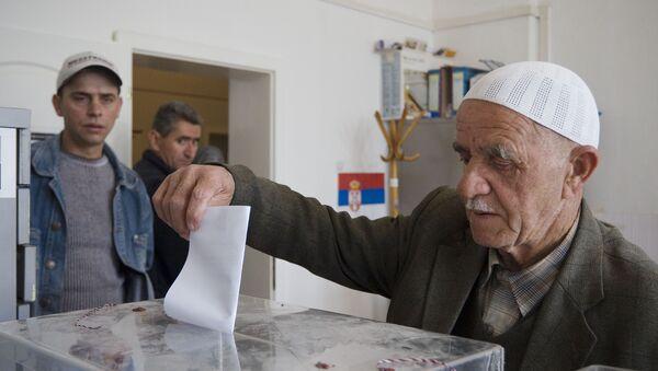 Албанац на гласању - Sputnik Србија