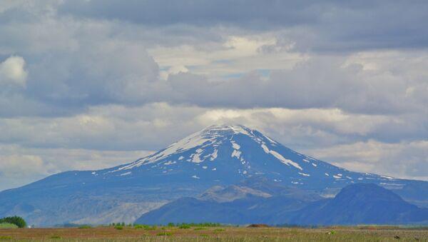 Назван Врата пакла, вулкан Хекла на југу Исланда није еруптирао 16 година. Научници упозоравају да би због нагомиланог притиска могао да експлодира у сваком тренутку - Sputnik Србија
