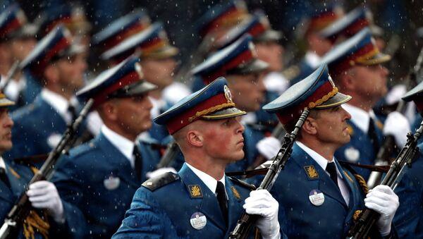 Припадници српске војске  марширају током војне параде у Београду, Србија, у четвртак, октобра 16, 2014 - Sputnik Србија