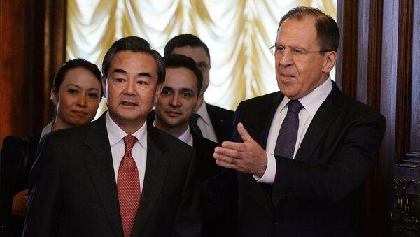 Ван Ји и Сергеј Лавров на састанку у Москви - Sputnik Србија