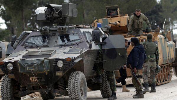 Turska vojska i pripadnici slobodne sirijske armije u predgrađu grada El Bab u Siriji - Sputnik Srbija