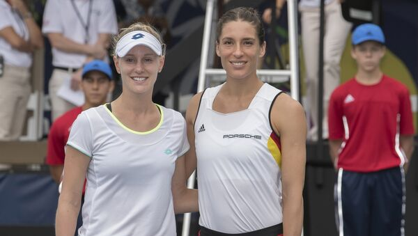 Američka teniserka Alison Riske i nemačka teniserka Andrea Petković pre meča Fed kupa na Havajima - Sputnik Srbija