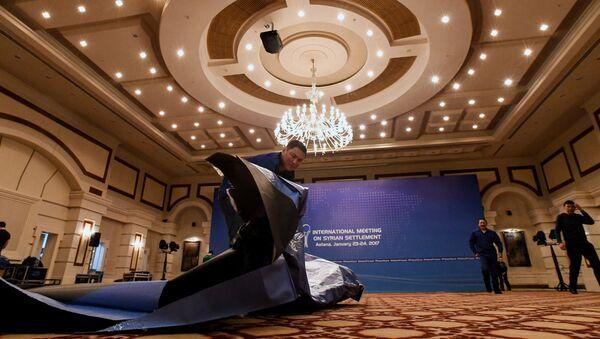 Radnici pripremaju salu za konferenciju o Siriji u Astani - Sputnik Srbija