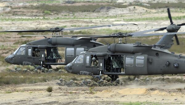 U.S. Army Black Hawk helicopters support soldiers during the NATO Noble Jump exercise on a training range near Swietoszow Zagan, Poland. Polish leaders say the country is buying Polish-made Black Hawk helicopters as it modernizes the army. - Sputnik Srbija