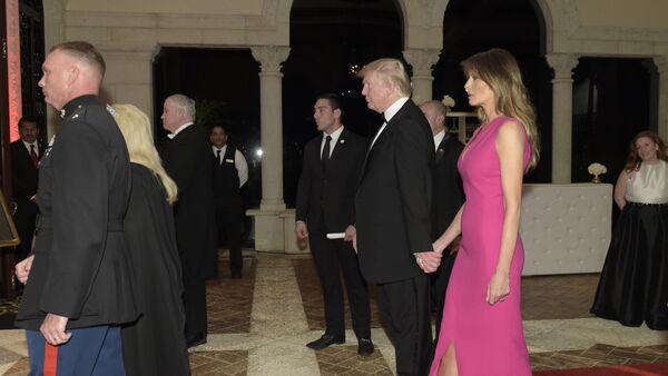 Predsednik SAD Donald Tramp i prva dama Melanija Tramp na gala večeri u Palm Biču na Floridi - Sputnik Srbija
