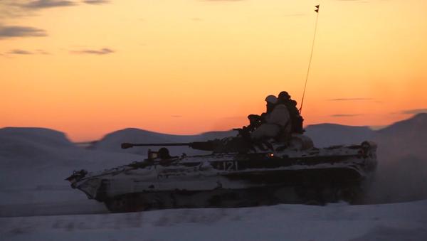 Serbia_Атака и маневры в темноте - тактика ночного боя на учениях военных РФ - Sputnik Србија