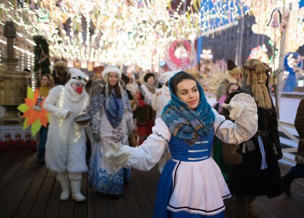 Руси у славу пролећа: Палачинке, песма и игра у недељи Масленице - Sputnik Србија