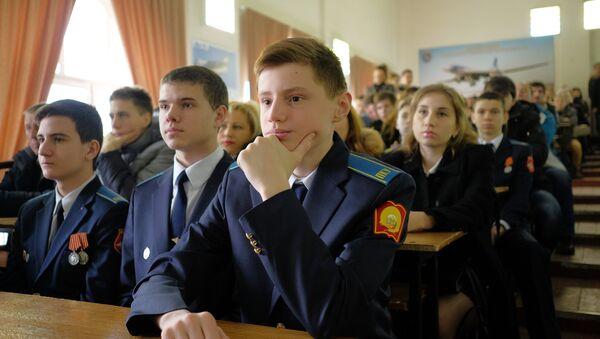 Rusi na ovaj dan odaju počast vojnicima, vetaranima vojske i mornarice. - Sputnik Srbija