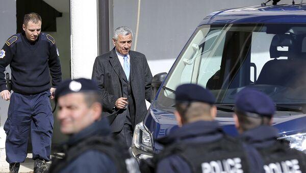 Oliver Ivanović izlazi iz zgrade Osnovnog suda u Kosovskoj Mitrovici - Sputnik Srbija
