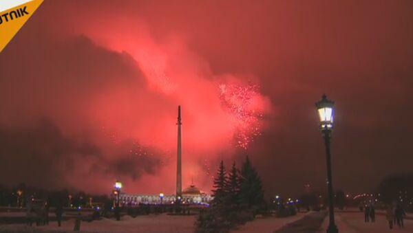 Vatromet u Moskvi za Dan branilaca otadžbine - Sputnik Srbija