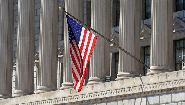 Застава САД на згради Министарства трговине у Вашингтону - Sputnik Србија
