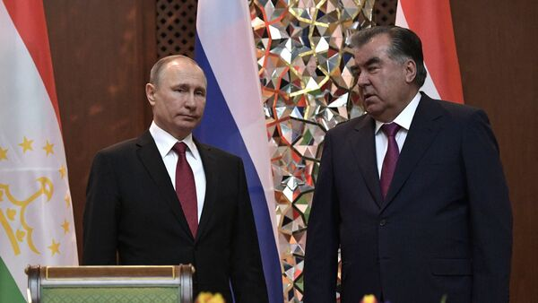 Vladimir Putin i predsednik Tadžikistana Emomalij Rahmon - Sputnik Srbija