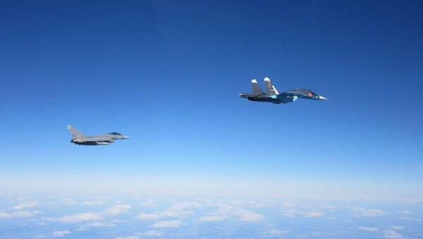 Avioni Jurofajter tajfun i Su-34 - Sputnik Srbija