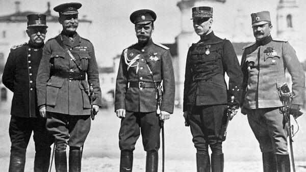 Руски цар Николай II са војним представницима држава савезника - Sputnik Србија
